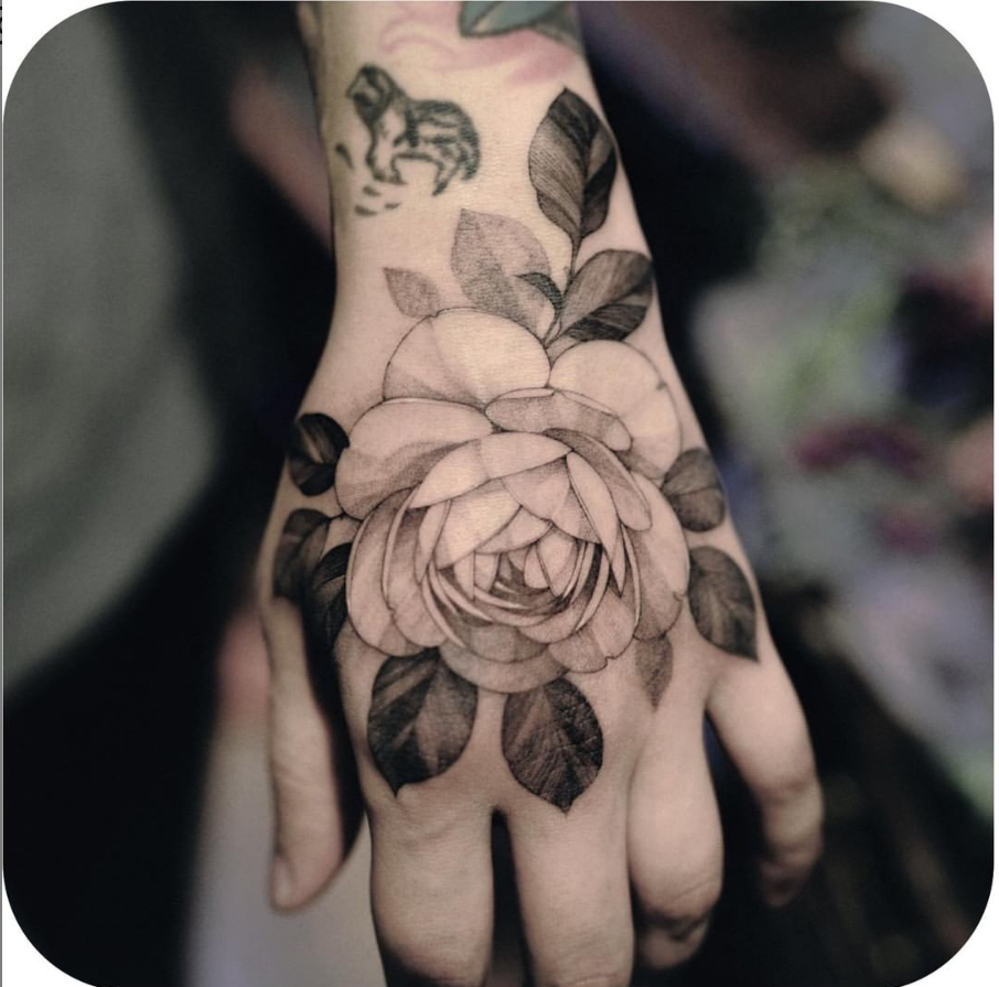 30 Cool Pretty Hand Tattoo Design Ideas For Woman Pretty Hand Tattoos Hand Tattoos Tattoo Designs