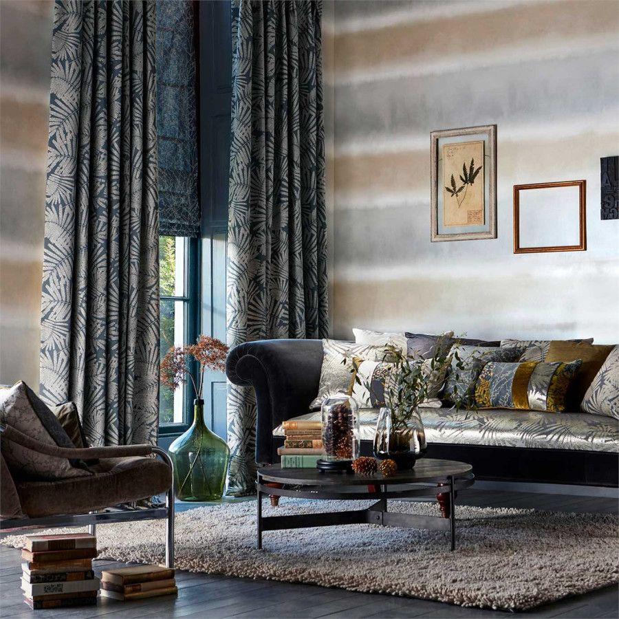 Salón con papel pintado a rayas horizontales gris y beige - Villalba ...