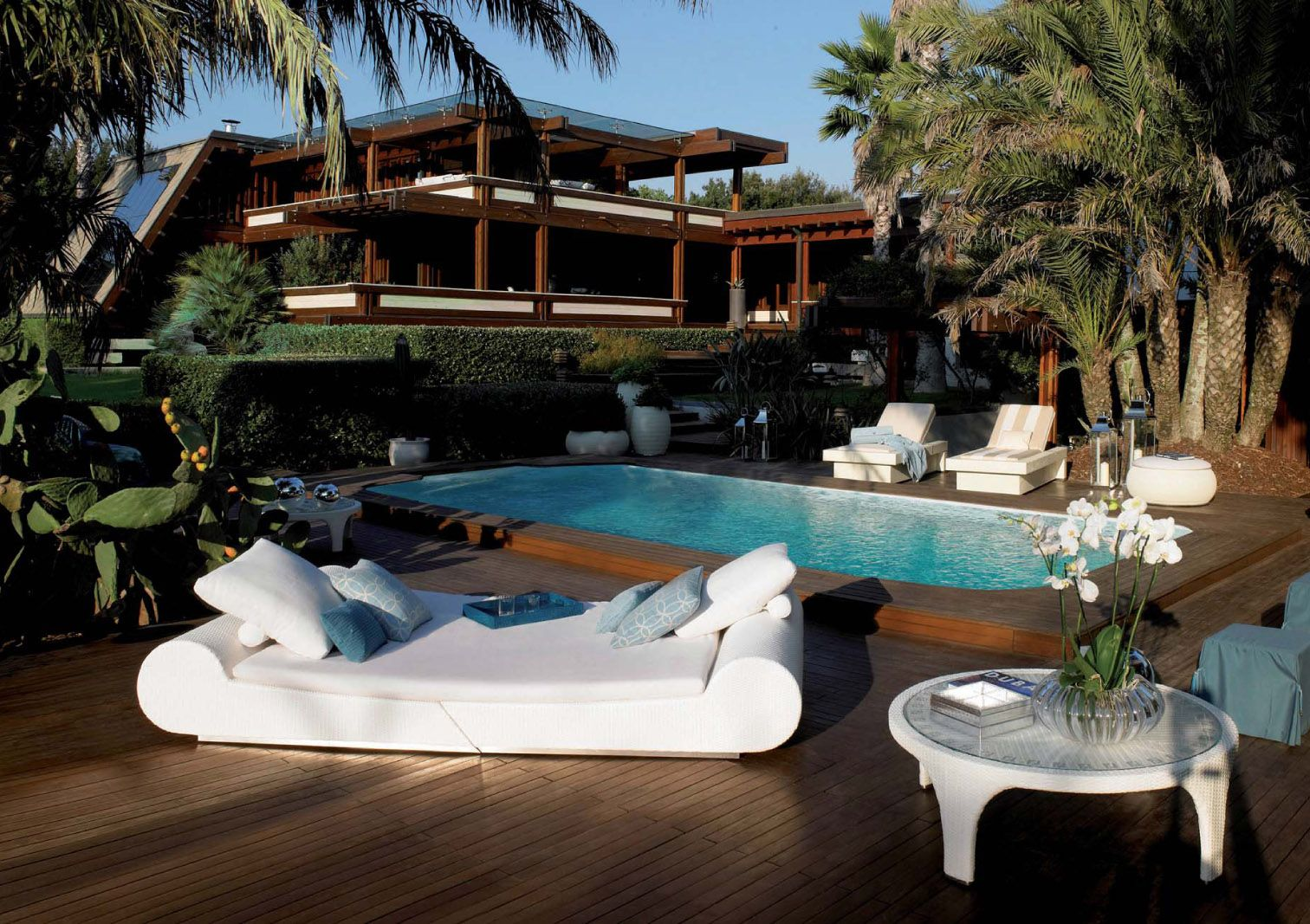 Fendi outdoor furniture | Best modern house design, Outdoor ...