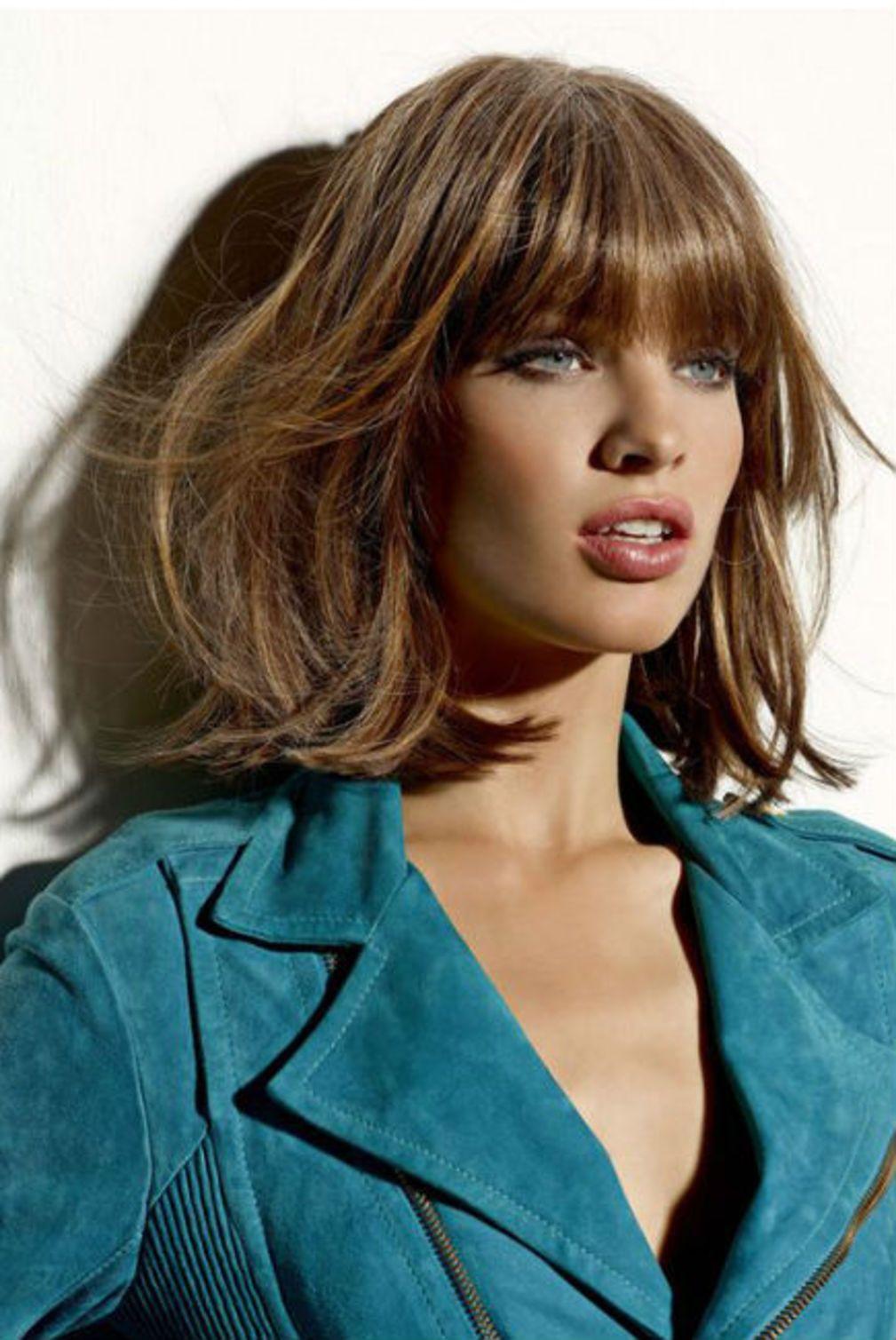 Coiffure frange droite et carré mi-long | Coiffure frange, Vog coiffure et Coiffure