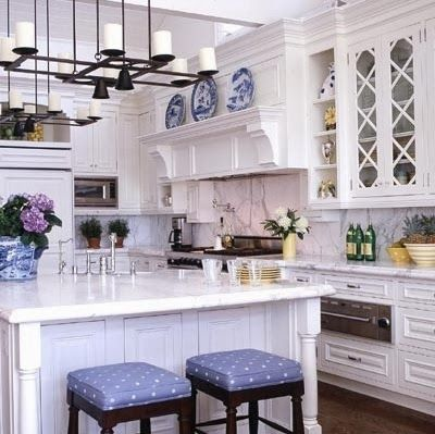 25 Classic White Kitchens With Blue White Accessories Traditional Kitchen Design White Marble Kitchen Blue White Kitchens