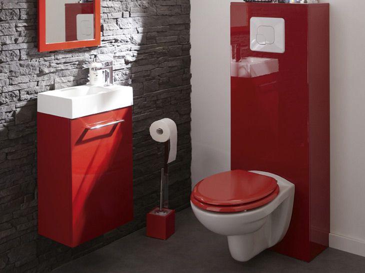 Wc suspendus mur briques gris et touches de rouge salle de bain
