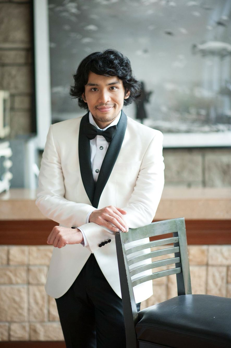 White tux with black lapel is just perfect for groom.  sc 1 st  Pinterest & Dress like a prince! White tux with black lapel is just perfect for ...