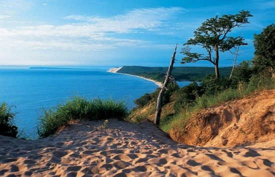 Dune Overlook In The Sleeping Bear Dunes National Lakeshore Beautiful Places In America Sleeping Bear Sand Dunes Most Beautiful Places