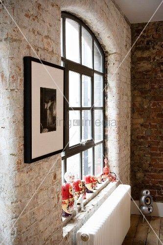 Fenster innenwand  living4media - innenwand aus ziegel und fenster mit schwarzen ...