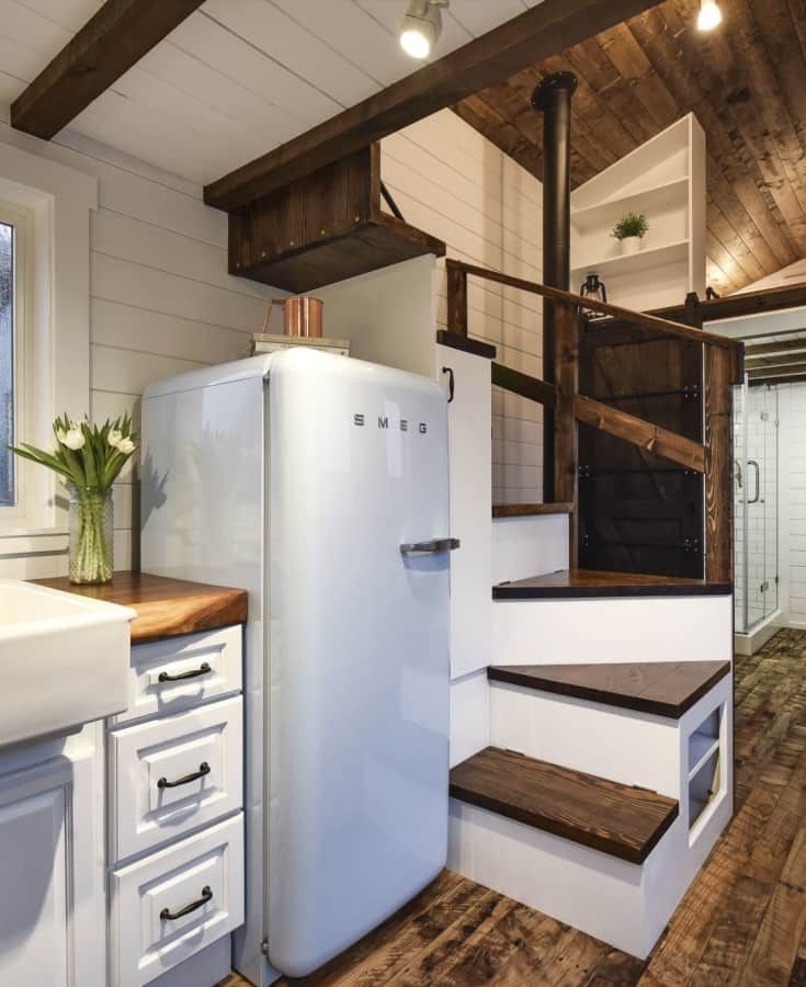 British Apartments: Modern Tiny House, Tiny House