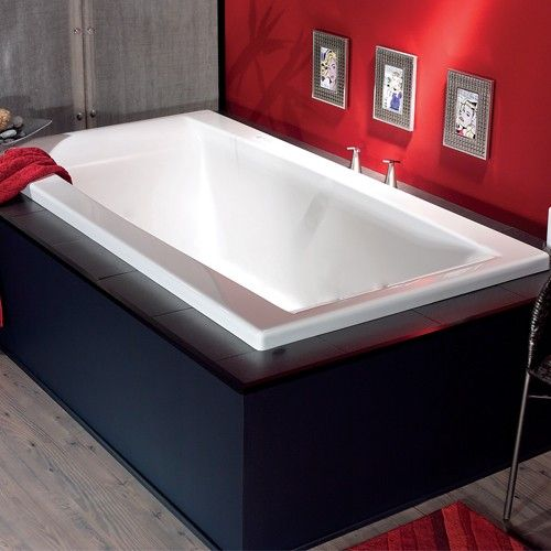 A rectangular bathtub with generous curves and backrests optimizing comfort. The Jade tub offers a pure design with a touch of softness.