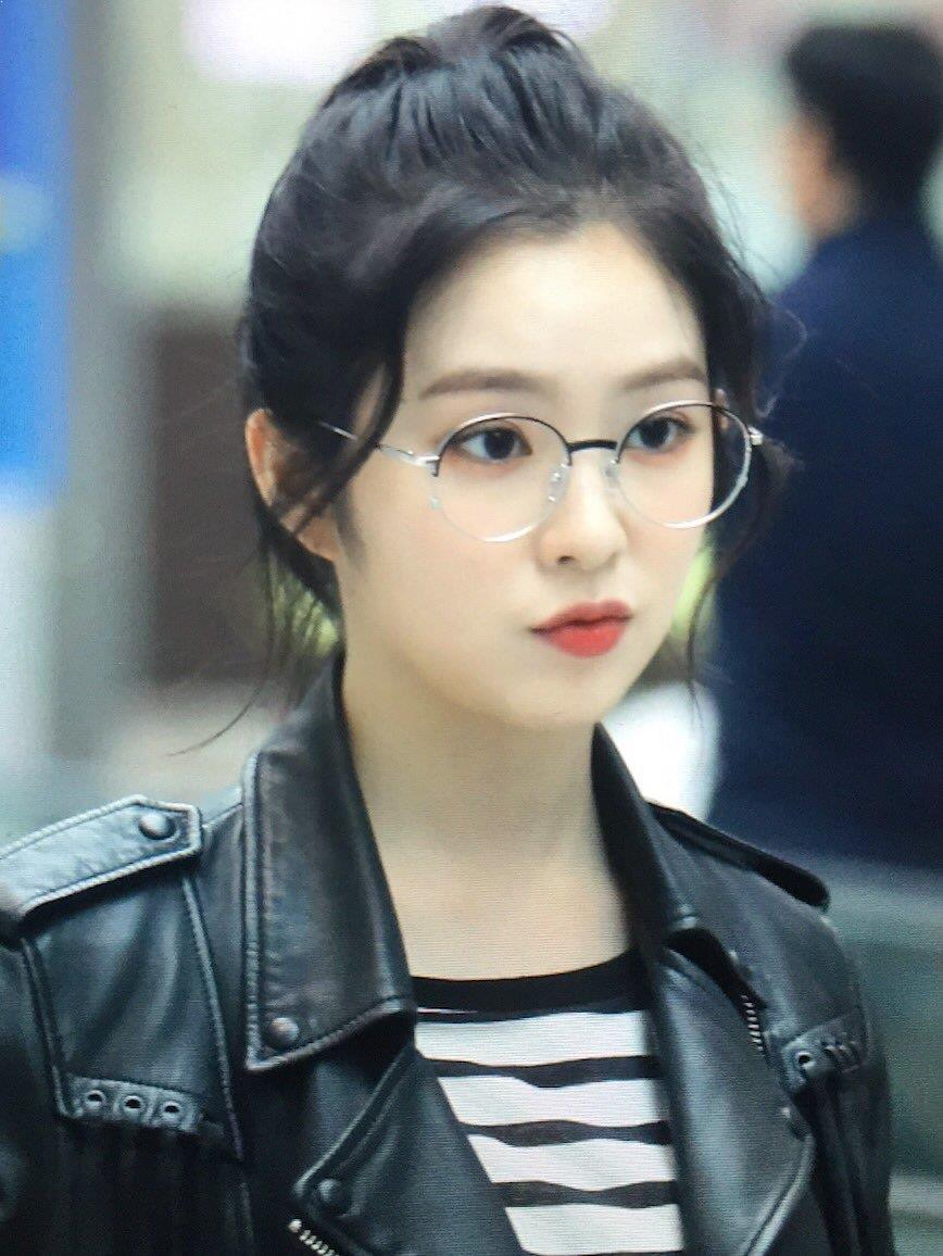 Top 5 Female K Pop Idols Who Look Classy Sophisticated And Chic With Glasses On Kpopmap Red Velvet Irene Red Velvet Actress Hairstyles