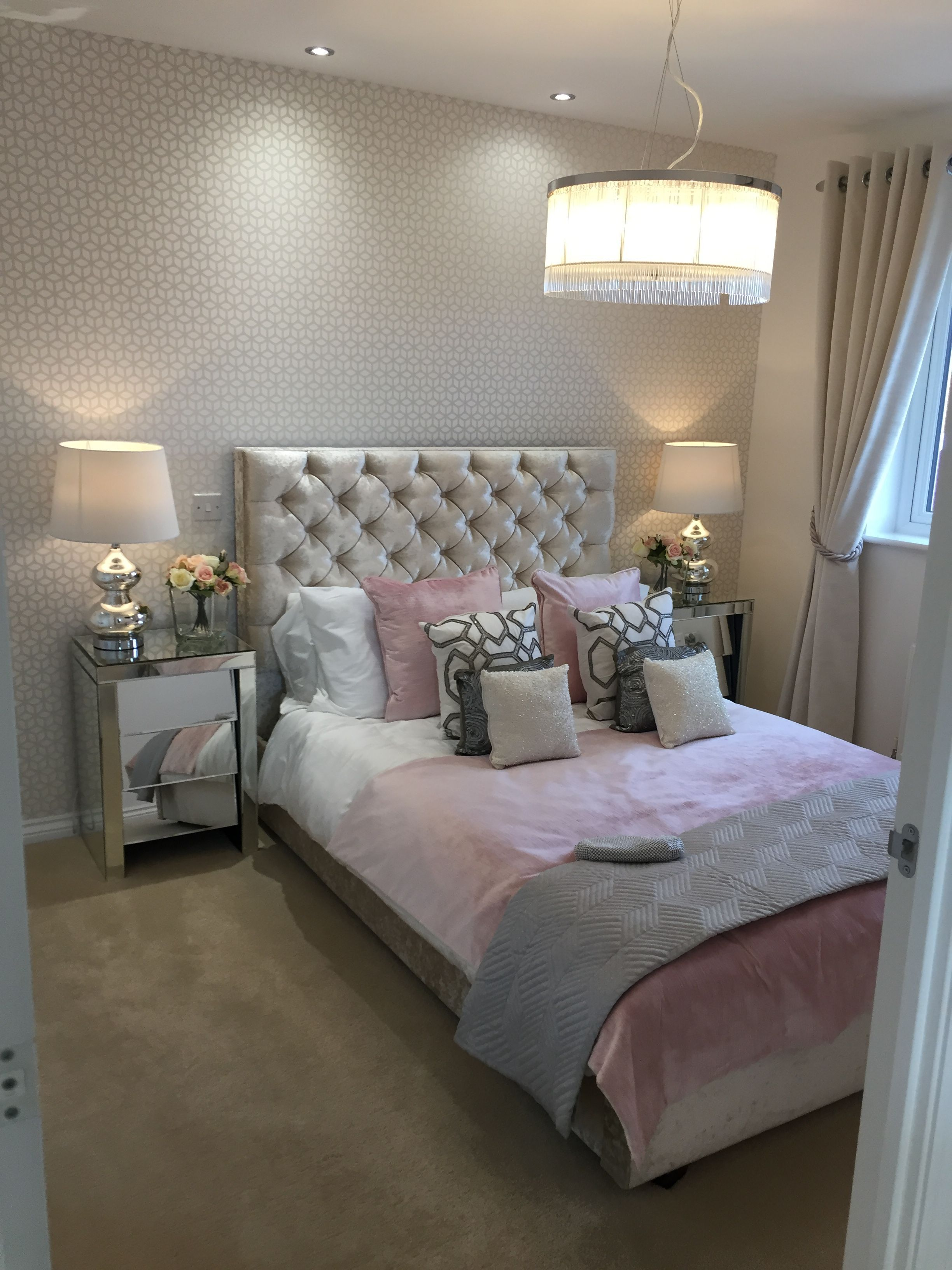 Pink Gold And Silver Bedroom Large Lampshade Chesterfield Headboard Luxurysilverbedrooms Silver Bedroom Decor Silver Bedroom Gold Bedroom Decor