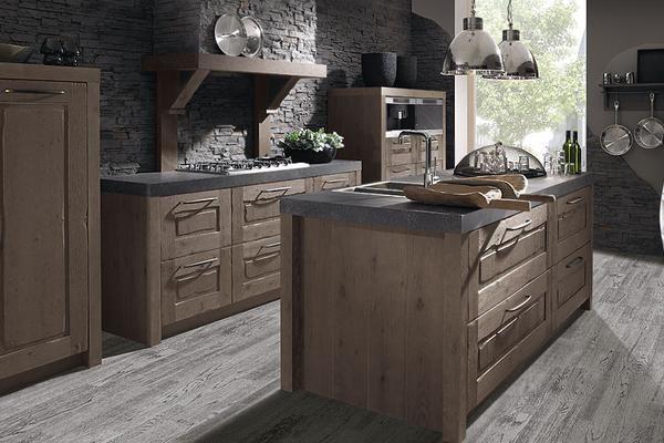 Cuisine Oak line de la marque Schroeder, de style rustique en bois. Modèle présenté par le cuisiniste Les cuisines à Vivre à Mons en Belgique. #cuisine #rustique #bois #oakline #schroeder #cuisiniste #mons