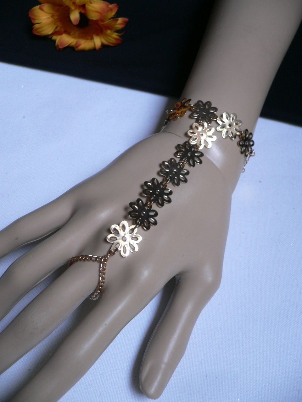 New women gold flowers hand links chain fashion slave bracelet wrist