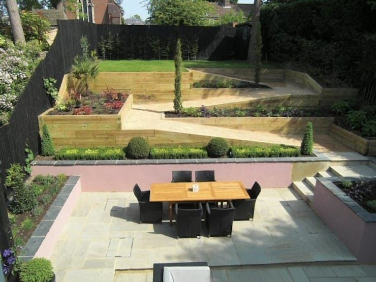 Sloping Garden Design Gerrards Cross Buckinghamshire Von 50 Modern Garden Desig Buckinghamshire In 2020 Sloped Garden Sloped Backyard Sloped Backyard Landscaping