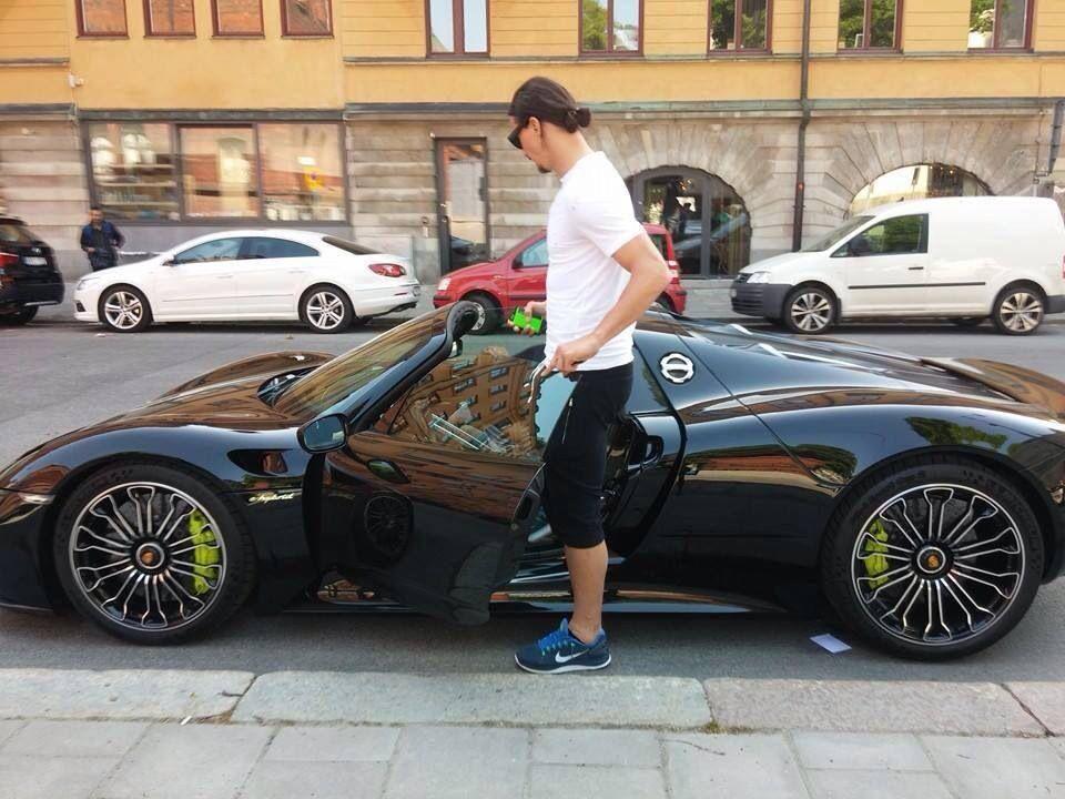 Zlatan Ibrahimovic With His Porsche 918 Spyder