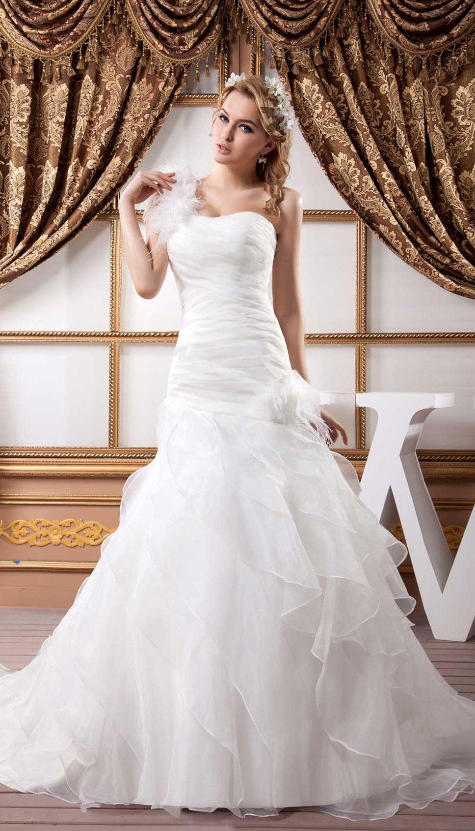White Tier Chapel Train Chiffon Sleeveless Wedding Dress