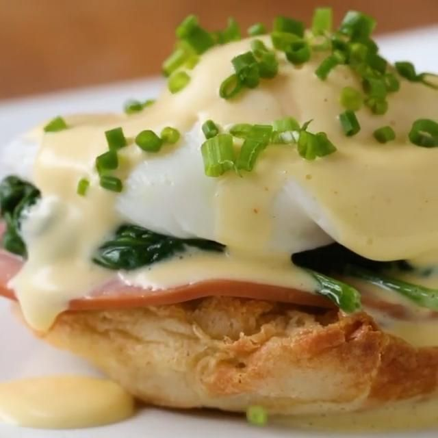 Mornings are better spent with a recipe like Eggs Benedict for breakfast. Imagine a breakfast with Eggs Benedict With Spinach, with friends or family. This Amrican originated recipe is amazing in so many ways , delicious and healthy at the same time with such a healthy leaf like spinach.