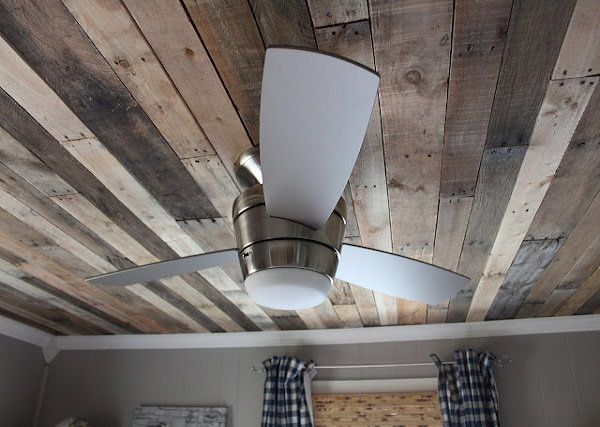 Another pallets idea, make a ceiling with repurposed pallets. We have already seen use of pallets on bathroom wall and on floor....now you can do the complete room with pallets (but will be too much I think...) ! ++ More information atMaple Leaves & Sycamore Trees website !…