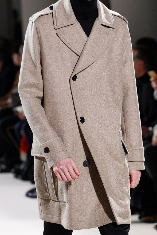 See detail photos for Hermès Fall 2017 Menswear collection.