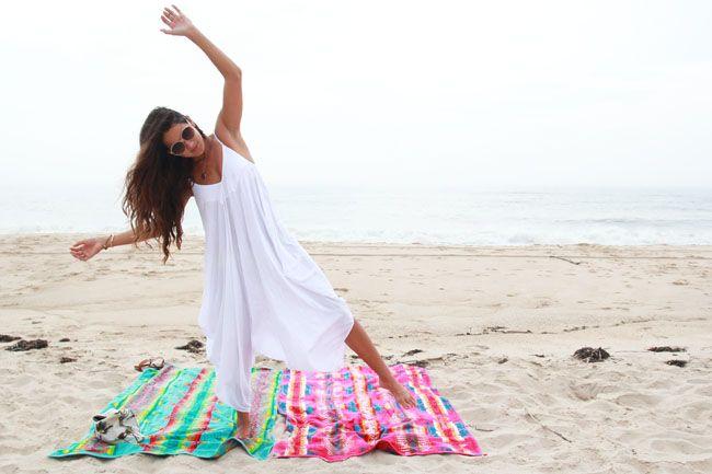 Girl undressing to pee on beach new porno
