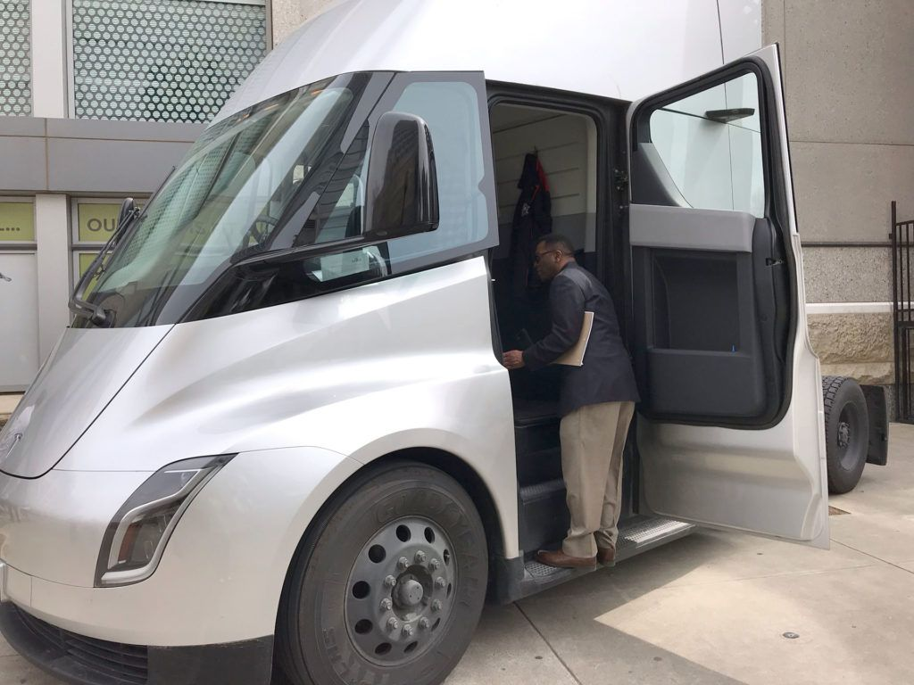 Tesla Semi Truck S Rare Interior Pictures Emerge From Sacramento