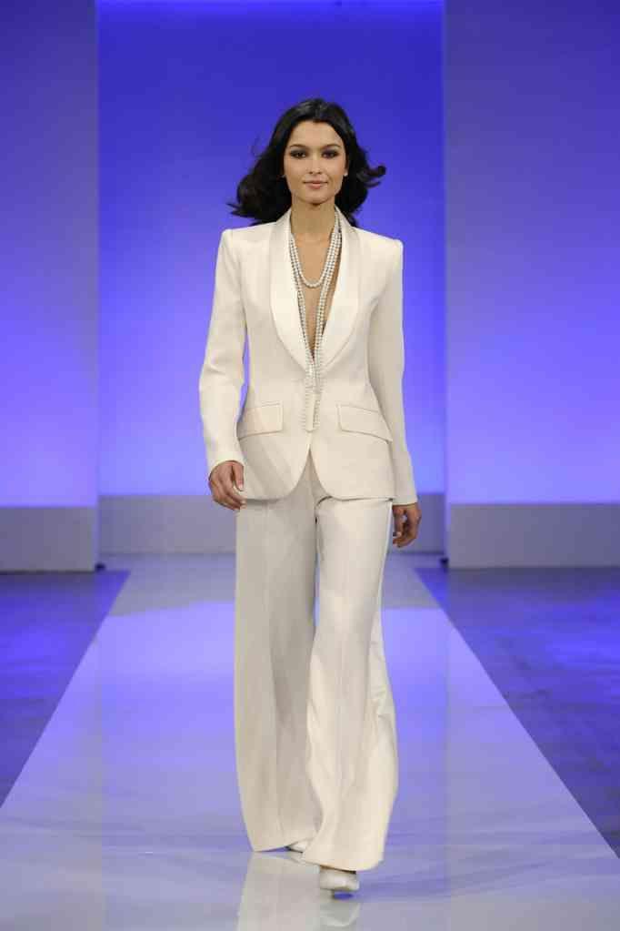 Multa Wedding Dress Pantsuit Ideas Ornamento Elaboración Festooning ...