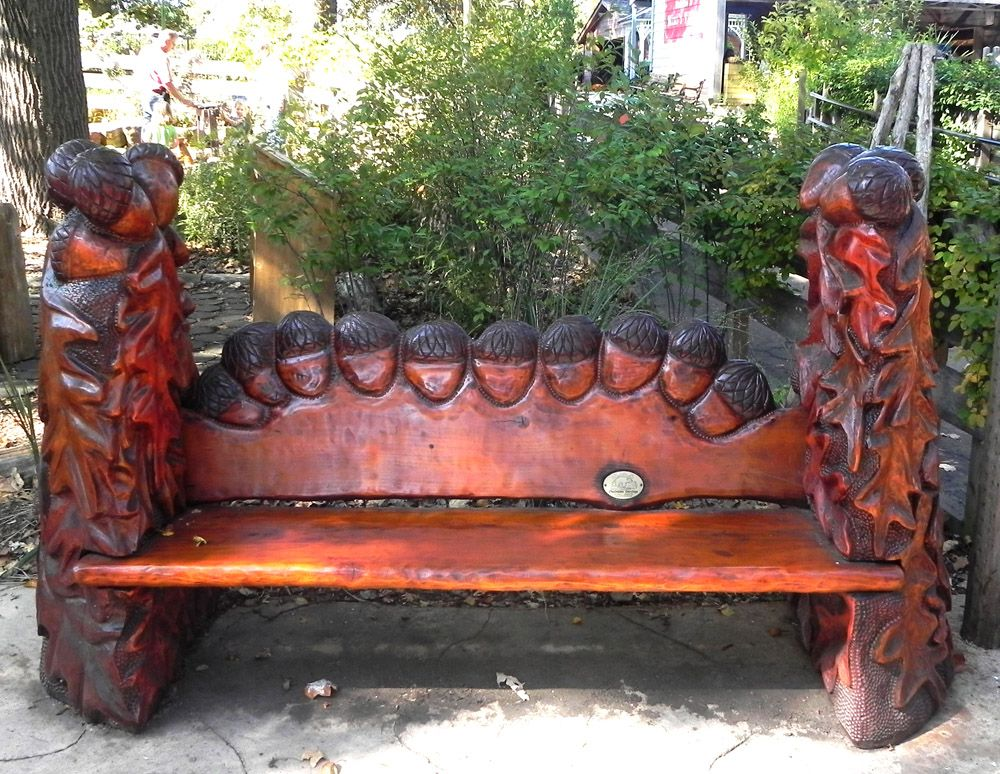 Woodstock carvings bench in the missouri botanical
