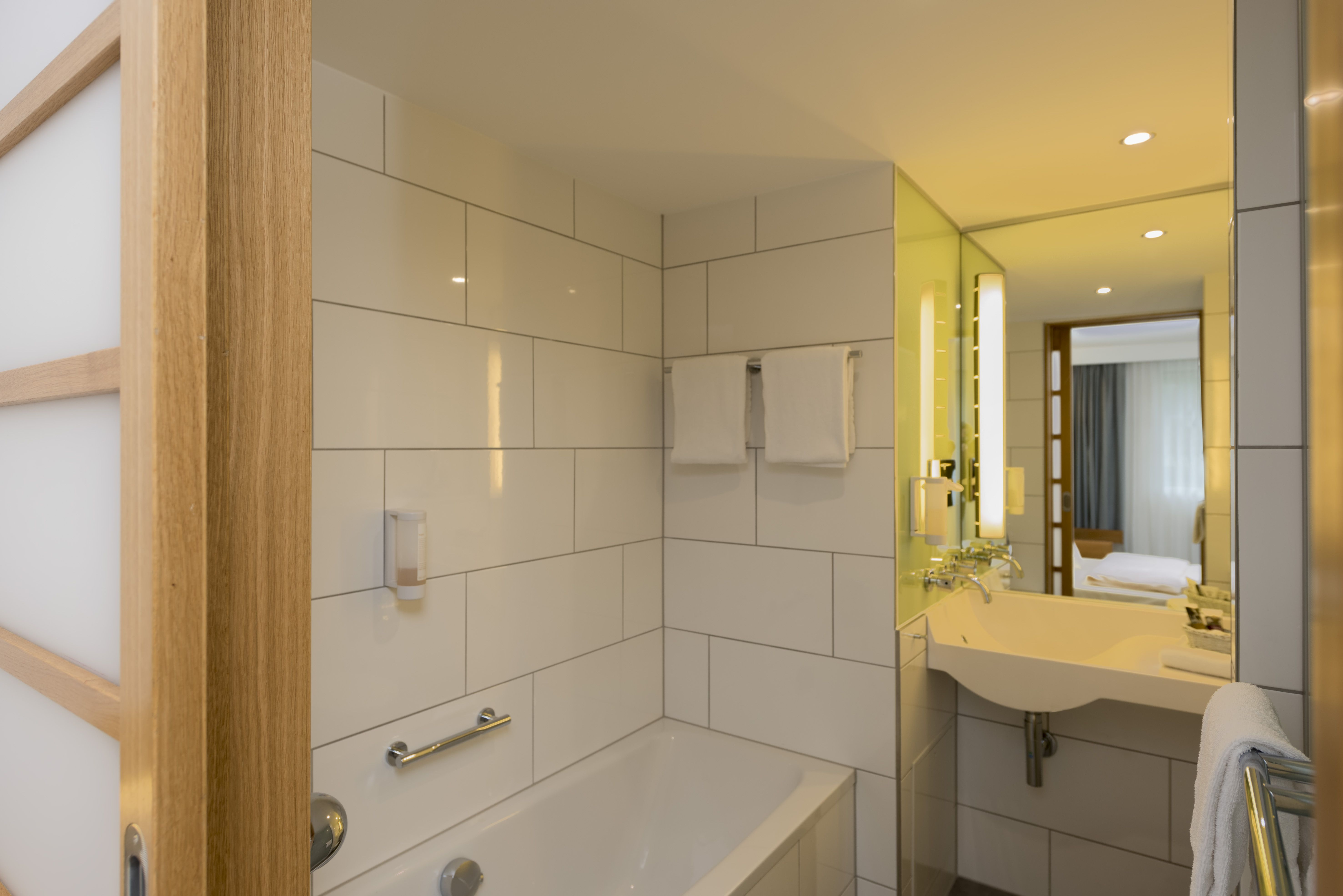 In The 100 Rooms Of Our Saarbruecken Hotel Modern Comfort And Contemporary Design Awaits You And Makes You Feel At Home For Your Vacation In Saarbrucken Hotel
