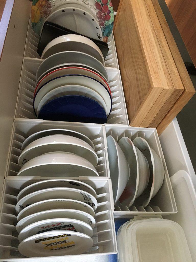 キッチンカップボード収納 お皿もとにかく立てて収納する お皿