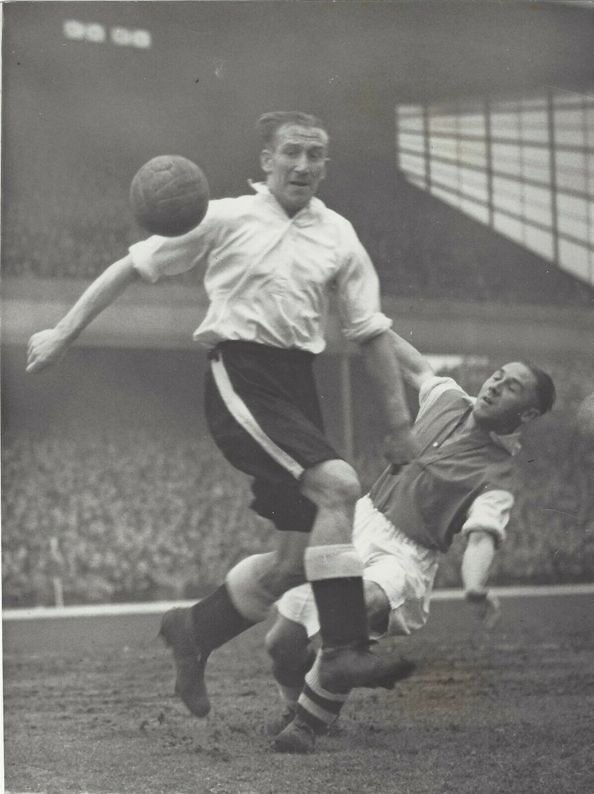 Arsenal 0 Brentford 2 In April 1938 At Highbury A 51 000 Crowd See Arsenal Lost At Home To London Rivals Brentford In Division 1 Brentford Football 2 In