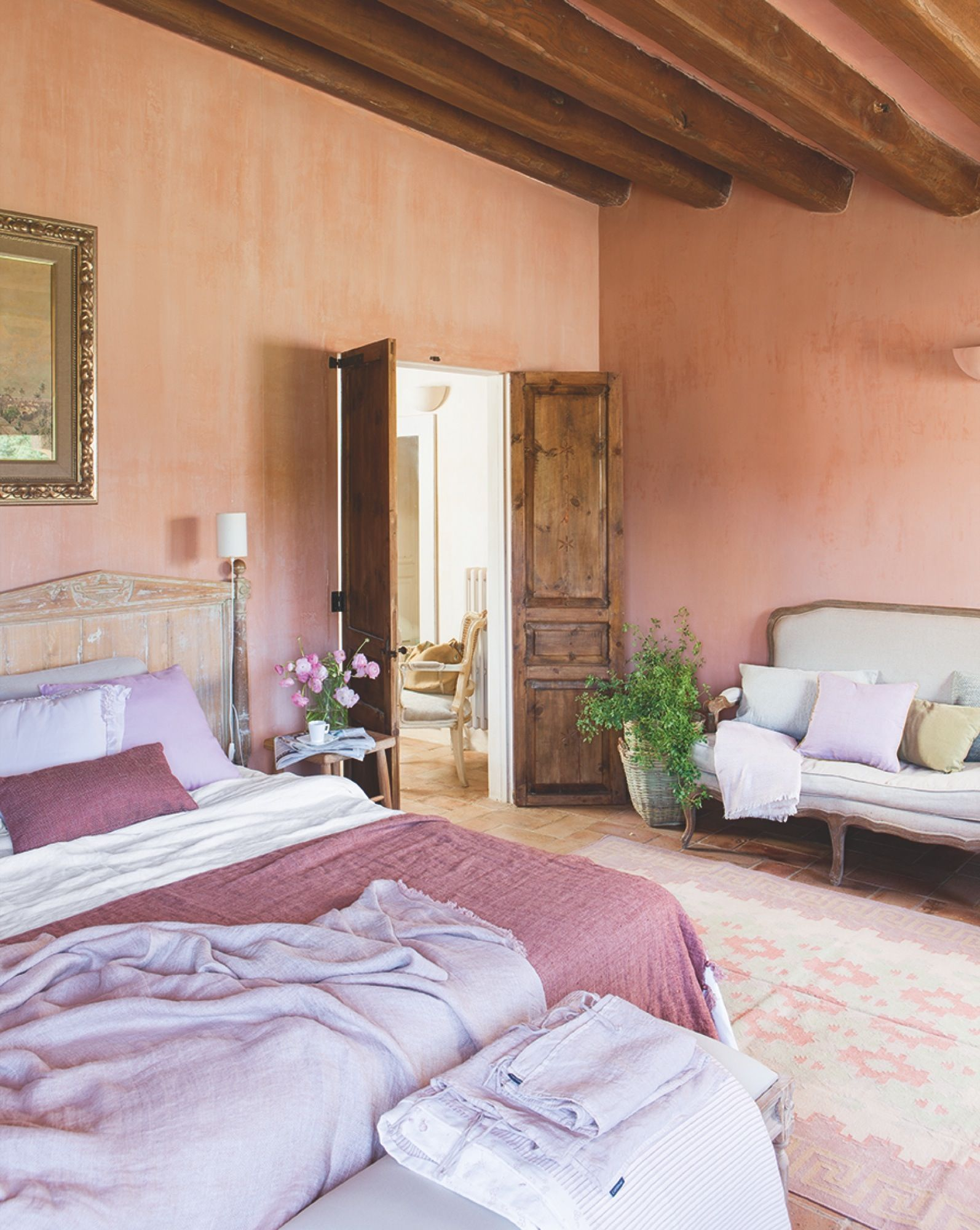 Dormitorio principal pintura de las paredes de kati alos for Pinturas para dormitorios