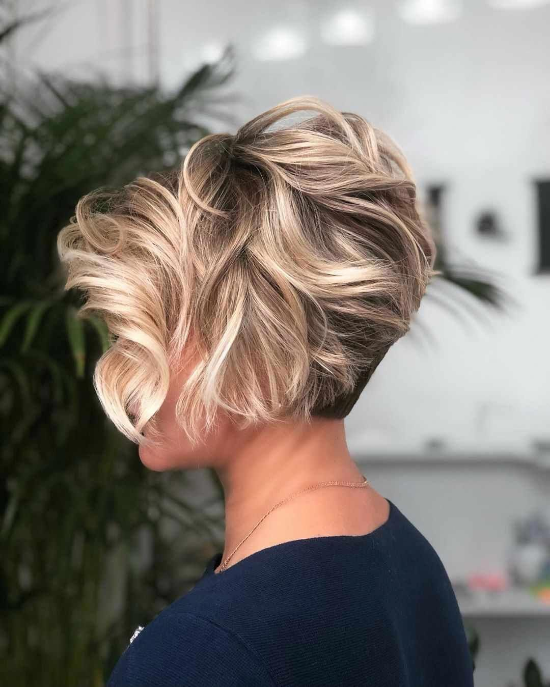 Short Bob with a Signature Curl - 30 Short Straight Hairstyles and Haircuts for Stylish Girls - The Trending Hairstyle