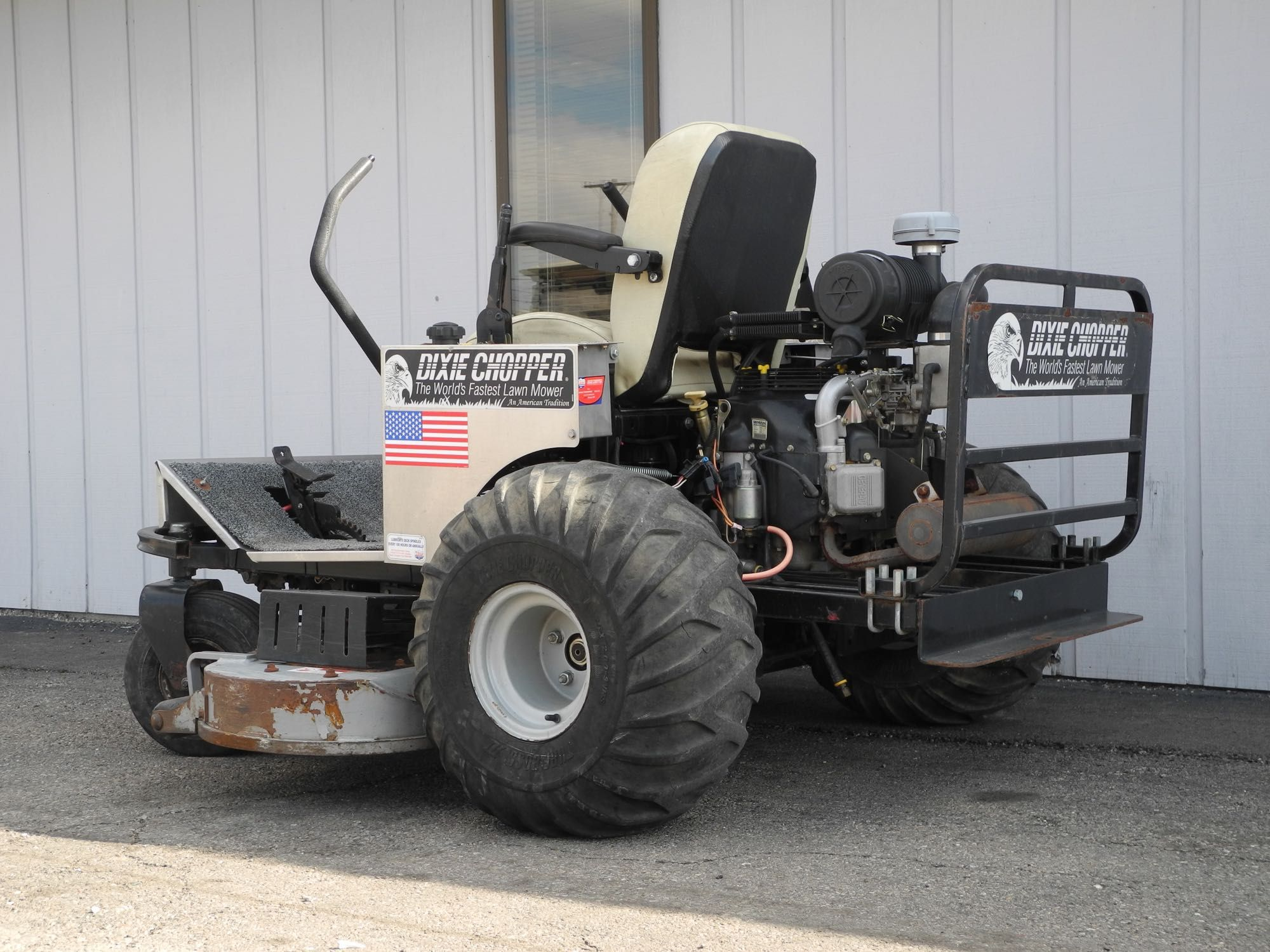 This 2007 Dixie Chopper Xt3300 Zero Turn Commercial Mower Is Perfect For Professional And He Commercial Mowers Personalized Coolers Commercial Zero Turn Mowers