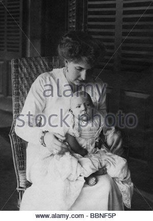 Victoria Eugenie of Battenberg, 24.10.1887 - 15.4.1969, Queen of Spain 1906 - 1931, with her son Juan, photo, circa 1914, wife o - Stock Image