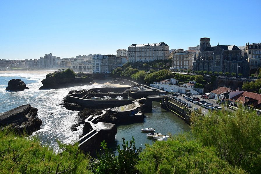 What to do and see in Biarritz: the old harbour