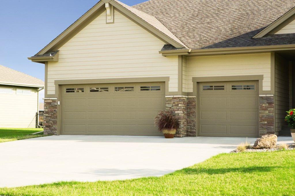 Model 9100 Ranch Taupe Stocktoniii Overhead Door Wayne Dalton Garage Doors Garage Doors
