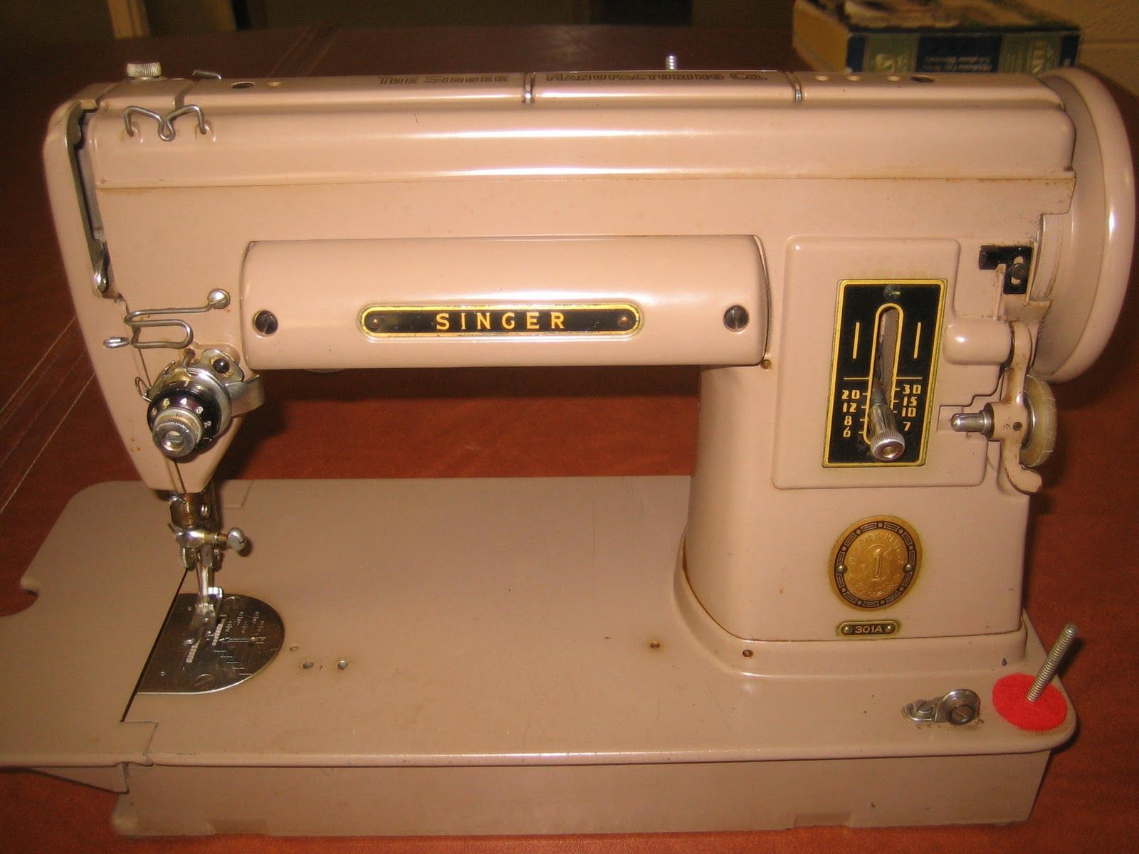 Pics of some 301 Singer Sewing Machines on Gaileee's Singer Featherweight 221 Site - 2