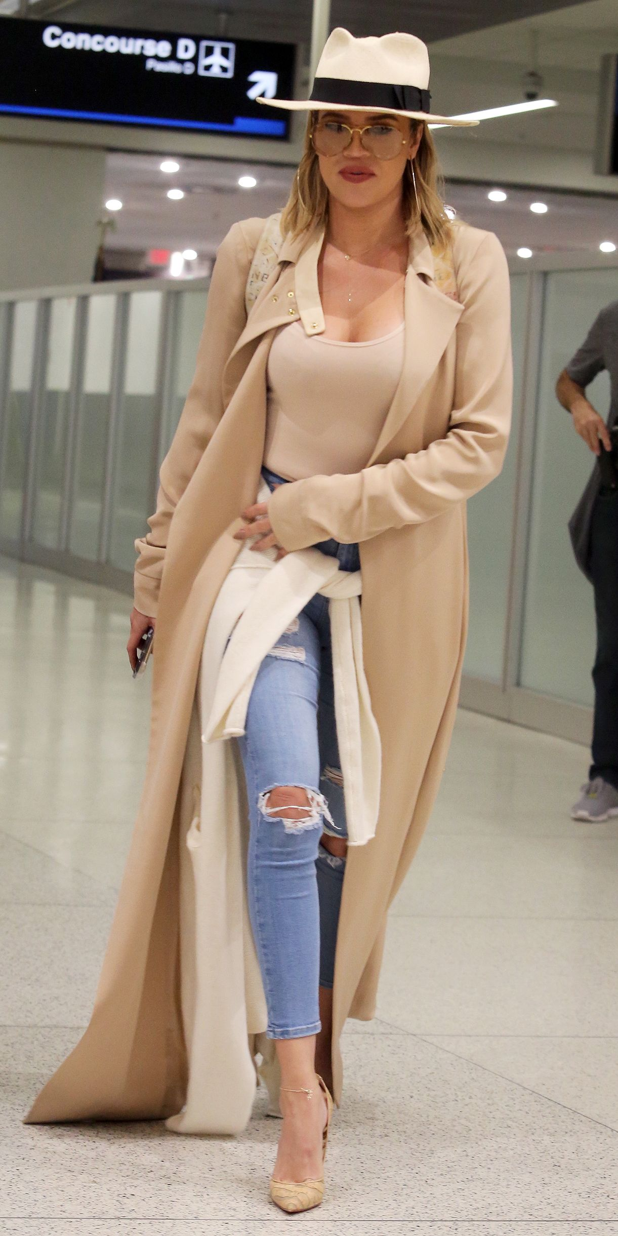 daf7ae16 Khloé Kardashian and Her Nude Bodysuit Turn Heads at the Airport ...