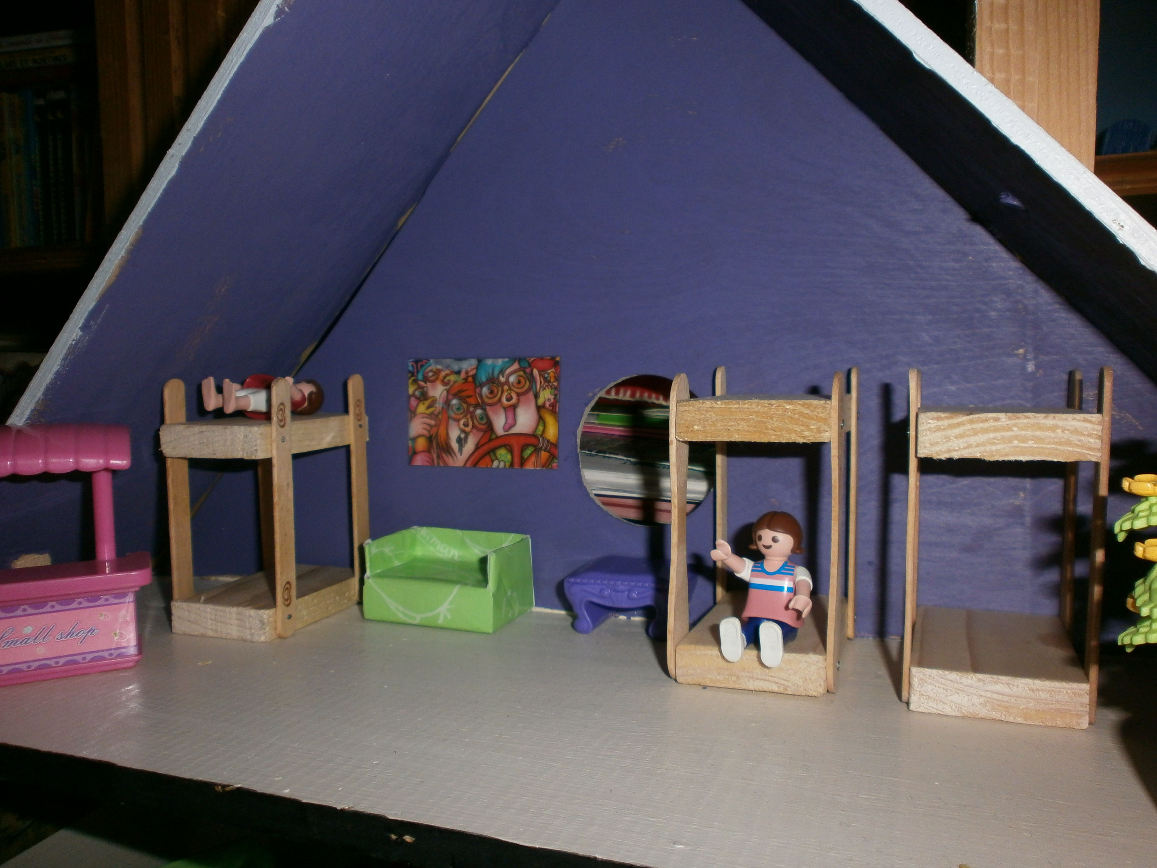 chambre des enfants dans maison playmobil fait maison lit superpose avec des batons de glaces. Black Bedroom Furniture Sets. Home Design Ideas