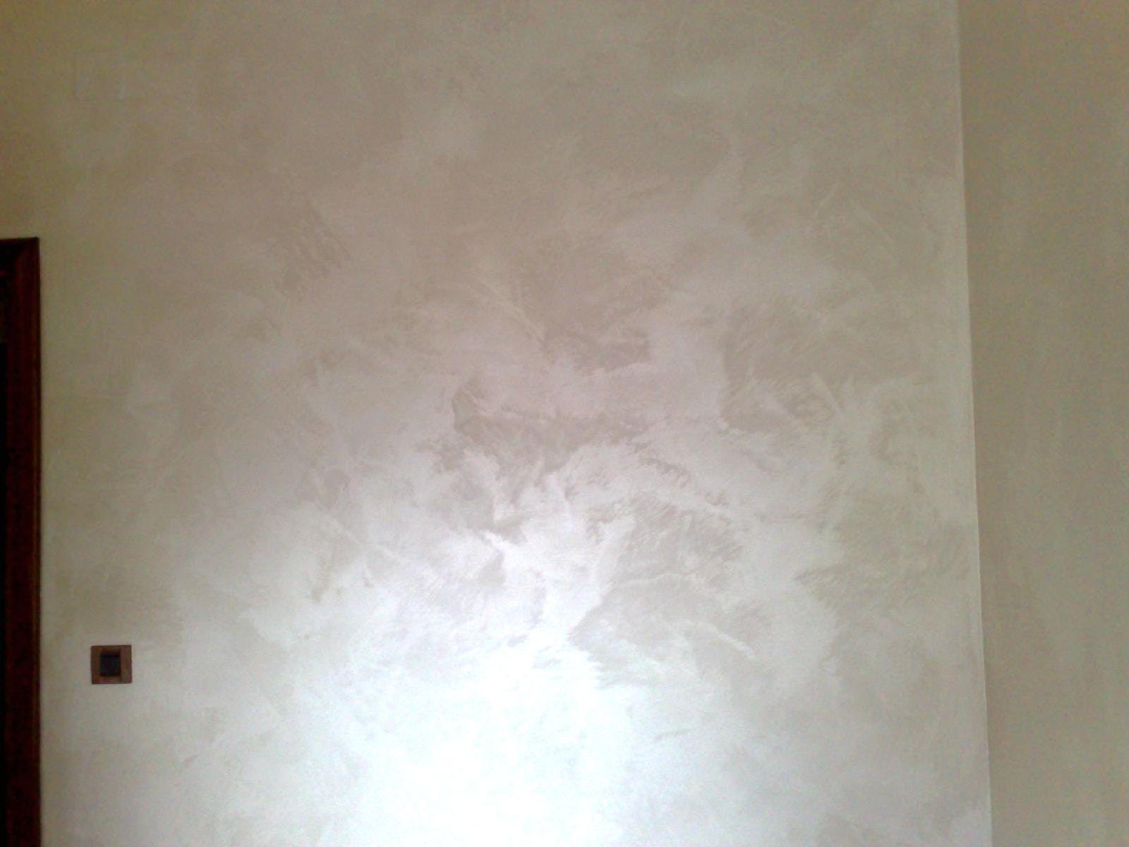 Risultati immagini per parete bianca con glitter colori for Parete bianca con glitter argento