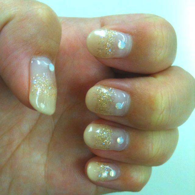 my nail glitter gold:)