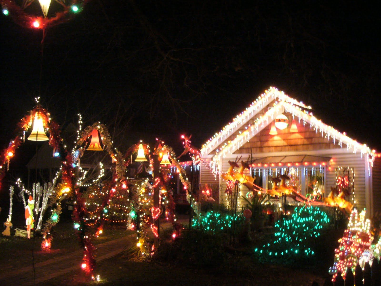 houses decorated for christmas Xmas lights Pinterest