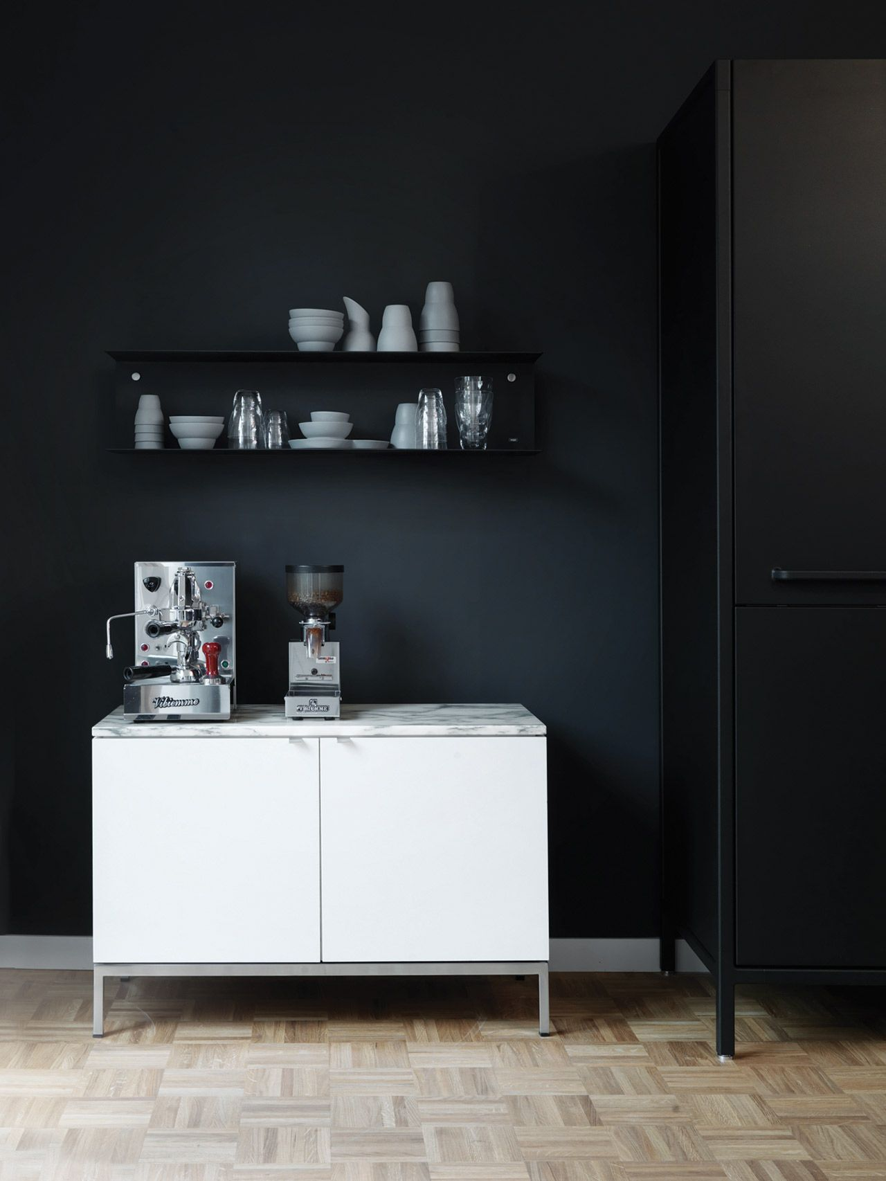 Bungalow Hamburg black wall and white cabinet coffee station sixties bungalow in