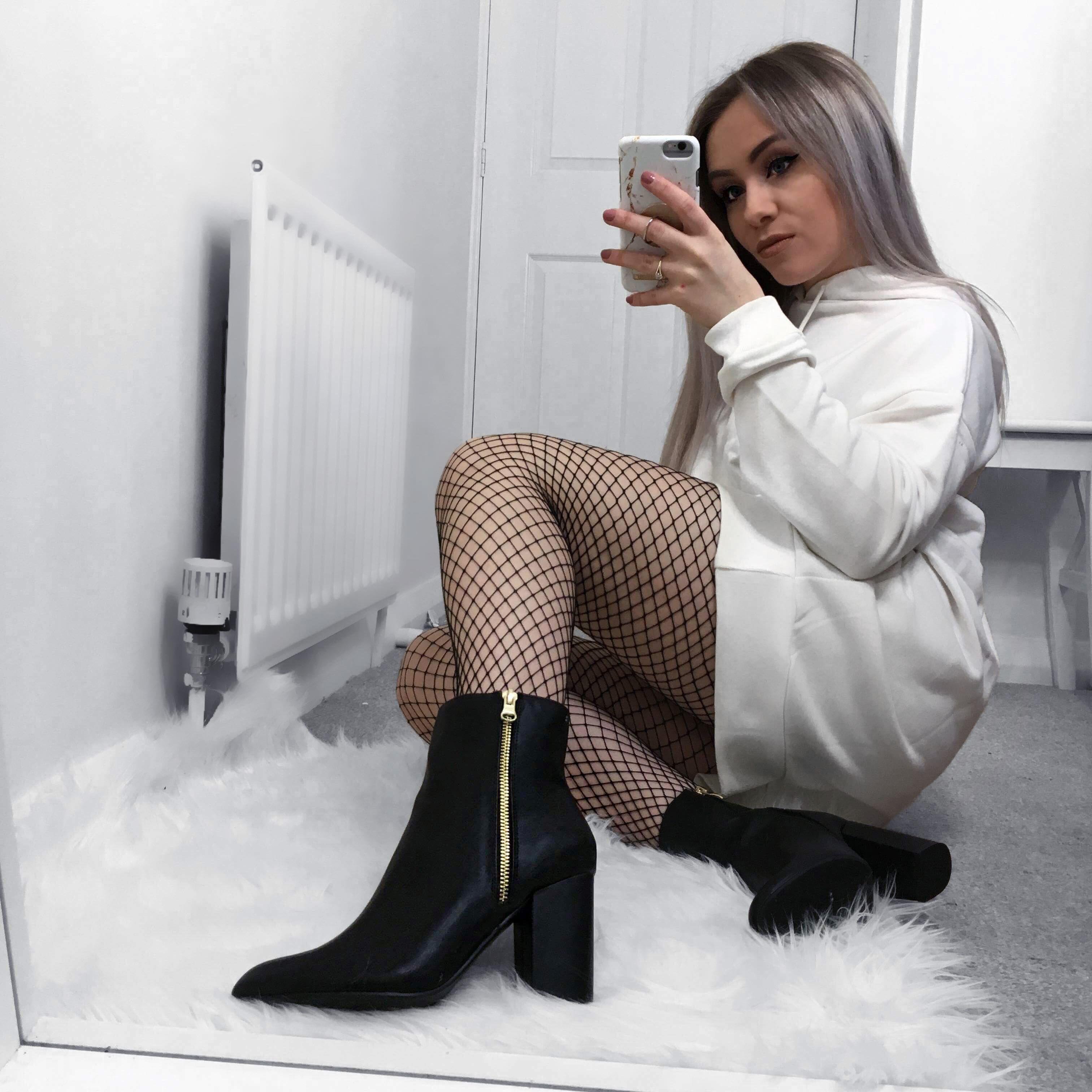 XY LONDON - FLAT KNEE HIGH BOOTS @xylondonsquad   Knee