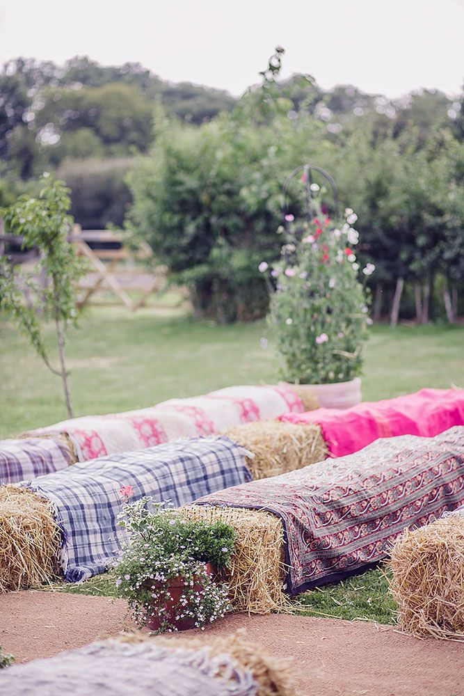 30 Cheerful Country Wedding Decor Ideas | Hay bale seating, Country ...