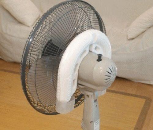 暑い エアコンをほぼつけたままの毎日ではありませんか でもそれだと電気代がかさむから 省エネ効果で28度設定に でも28度ではこの灼熱の暑さにかなわず部屋の中はやっぱり暑いかも そんな時に便利なのが 扇風機 エアコン28度設定と扇風機をダブル使いすると