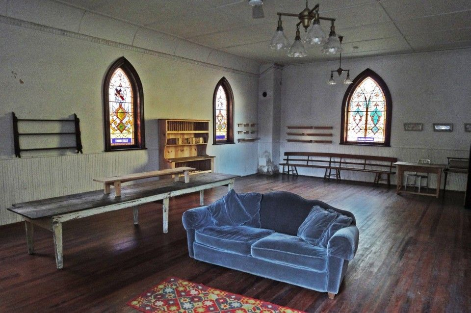 it's a church-it's an artist's home-it's for sale: i want to live here