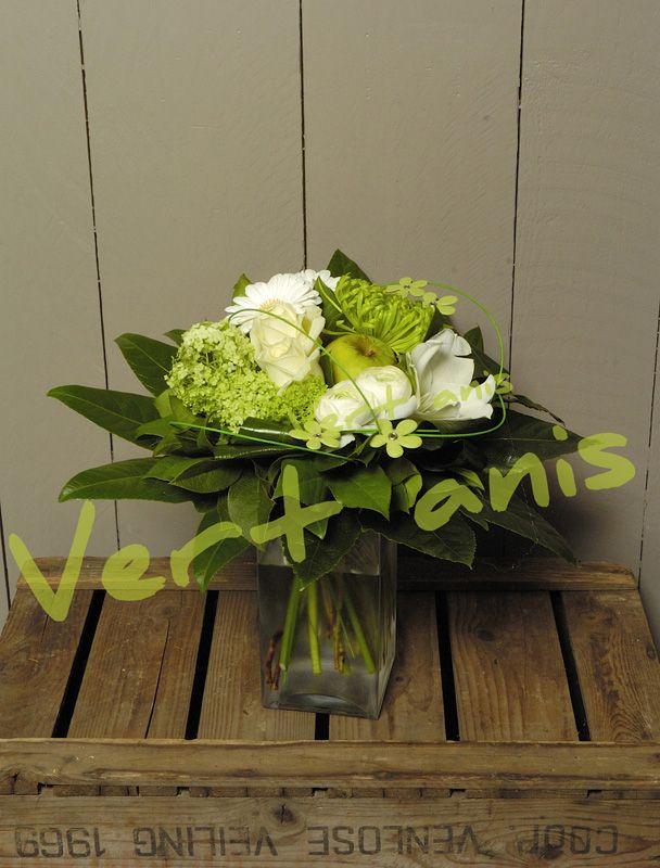 Composition florale entre vert anis et blanc se mariant tr u00e8s bien avec du bois #green #  # Fleuriste Bois Colombes