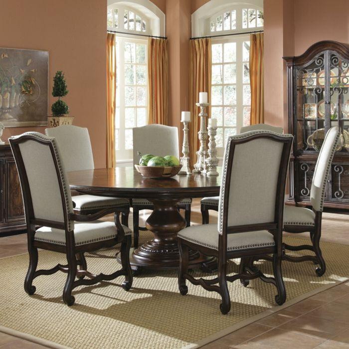 Runder Esstisch Holz  Graue Stühle Textil Kerzenhalter Schale Wassermelonen Aristokratisches Interieur