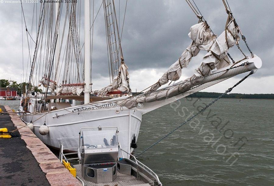 Keulapurjeet - kesä laituri laiturit masto mastot meri vene veneet laiva venepaikat venepaikka vesi lippu Joanna Saturna Raasepori Tammisaari Ekenäs