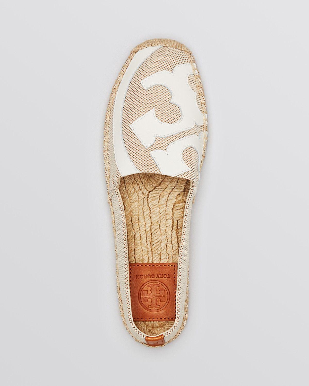 Pin de Elisa Azalee en Zapatos | Zapato deportivo de mujer