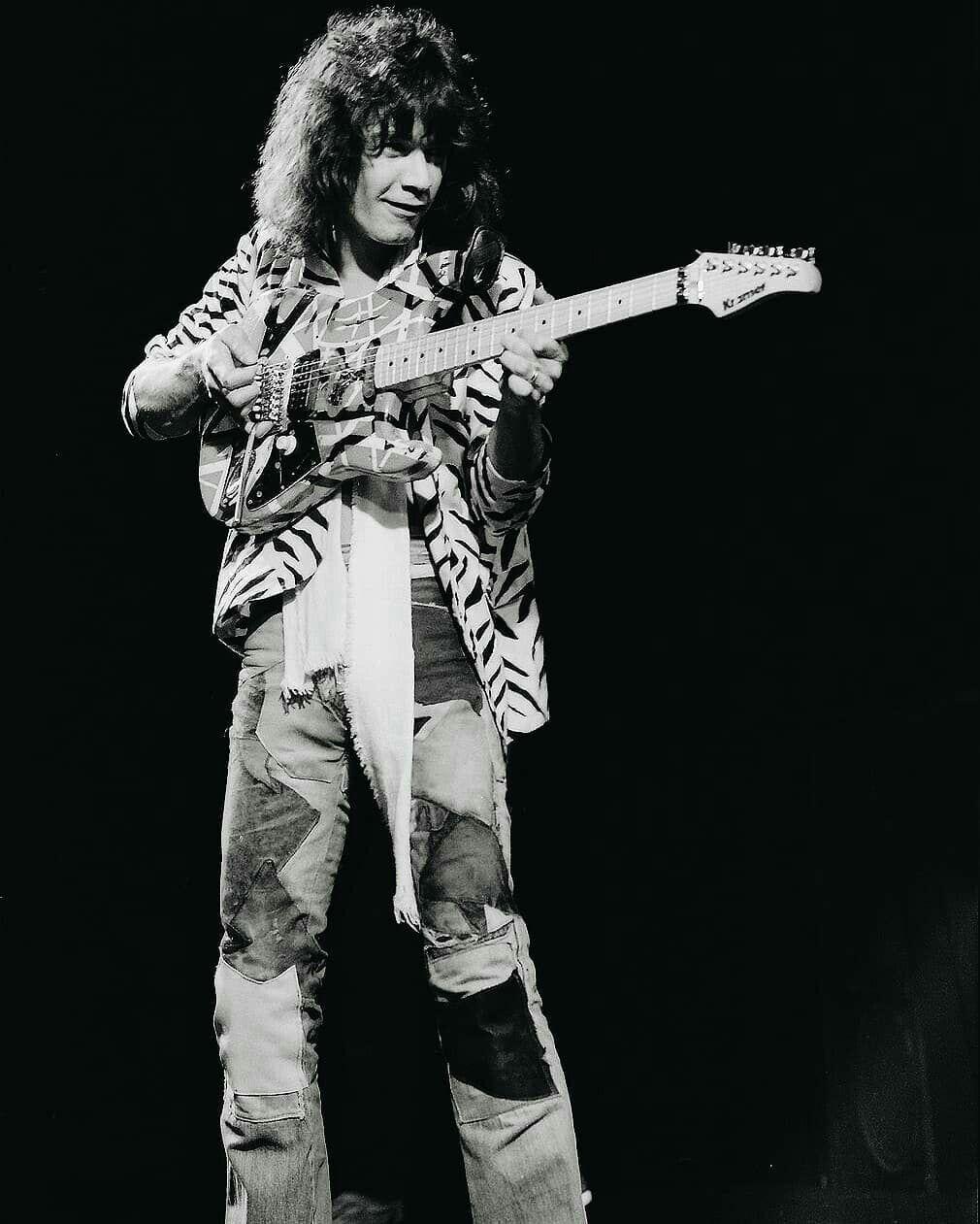 King Of Guitar Instagram Com Eddievanhalenphotos Eddie Van Halen Van Halen Van Halen 5150